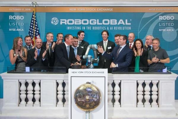 Robot Rings Closing Bell and Everything's Fine – Lance Ulanoff – Medium