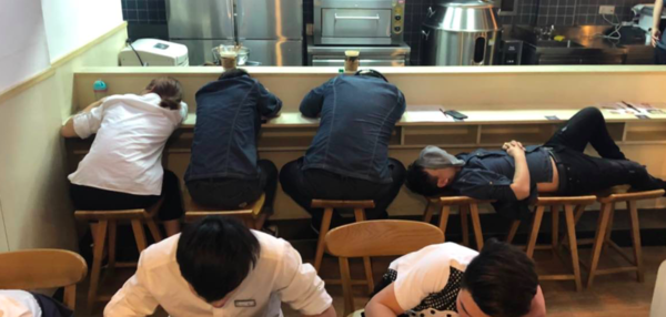 Chinese Restaurant medewerkers slapen voorafgaand aan de opening