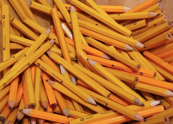 Warum Bleistifte häufig gelb gefärbt sind