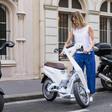 Deze handige elektrische scooter vouw je in een handomdraai op