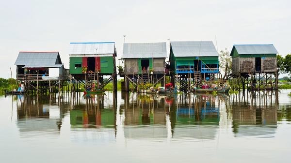 Kampong Kleang, huisje op palen van soms wel tien meter.
