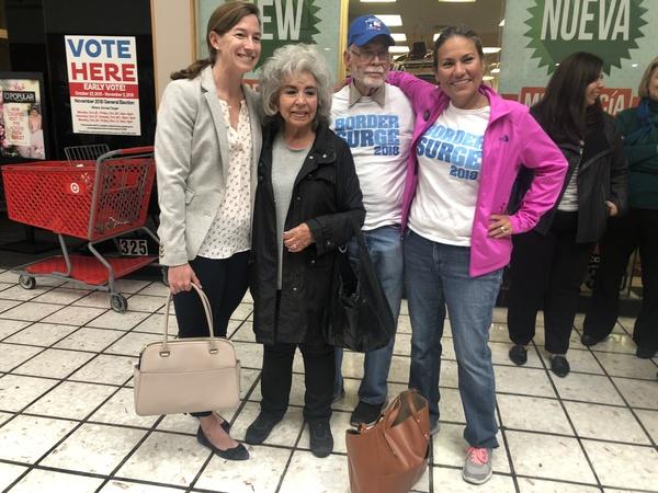 Rechts Veronica Escobar. Zij is de eerste latina vertegenwoordiger namens Texas in het Huis van Afgevaardigden (foto: AVDH)