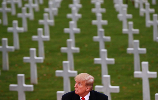 Trump bezoekt de Suresnes American Cemetery and Memorial in Parijs (foto: Reuters)
