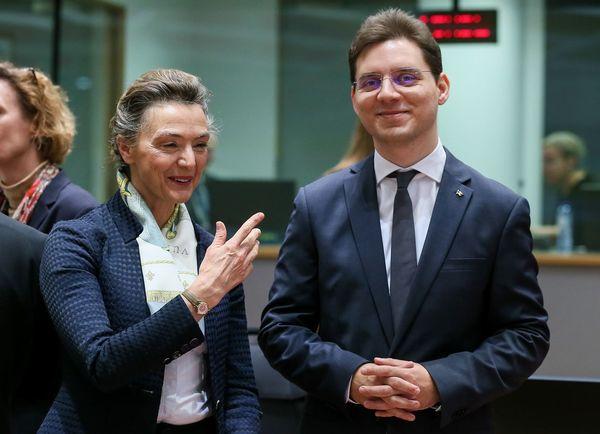 De afgetreden Roemeense minister van Buitenlandse Zaken (rechts) hier met de Kroatische minister van Buitenlandse Zaken
