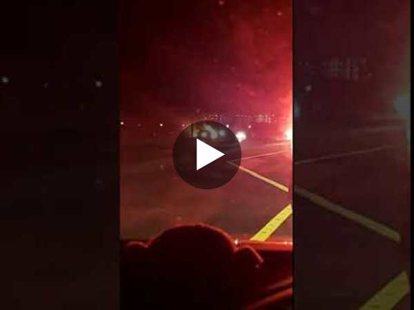 Witness films car fire on Okaloosa Island - YouTube