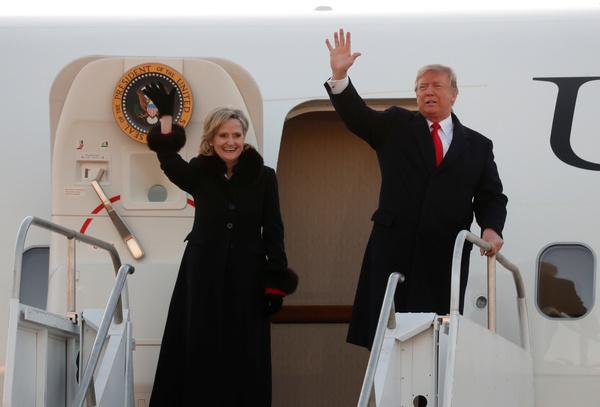 Trump en de Cindy Hyde-Smith op campagne (foto: Reuters)