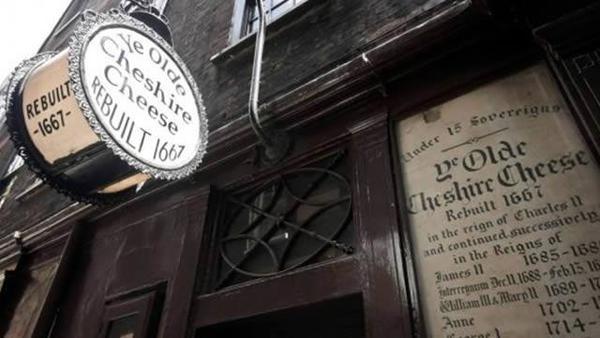 Le Ye Olde Cheshire Cheese et un vin chaud.
