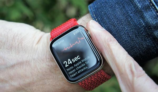 Hand and Heart on Apple Watch Series 4's ECG App – Lance Ulanoff – Medium