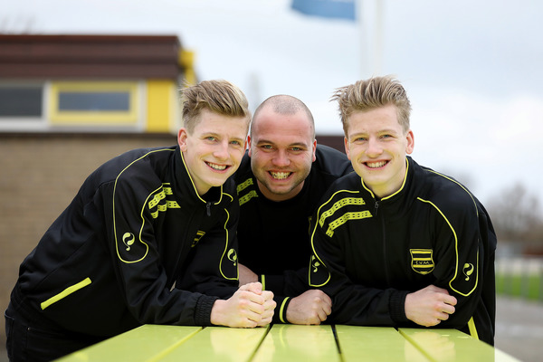 Tweeling Daan en Luuk van der Leun voorziet SV Meerkerk van jeugdig elan