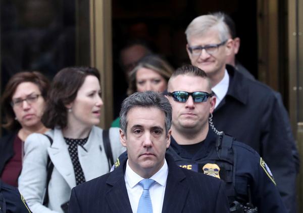 Michael Cohen verlaat de rechtbank in New York (foto: Reuters)