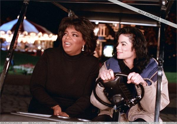 Oprah : Est-ce que vous êtes vierge ?  MJ : (Il sourit.) Je suis un gentleman.