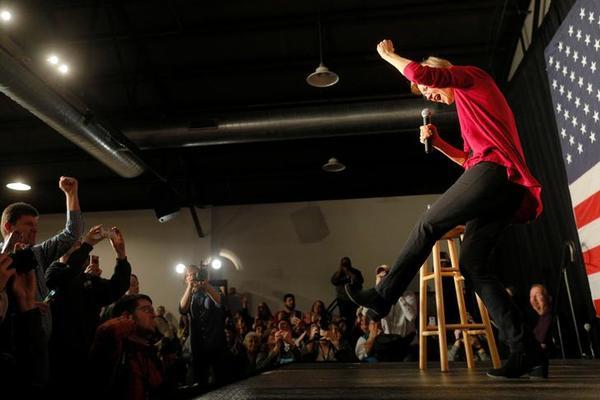 Senator Elizabeth Warren (foto: Reuters)