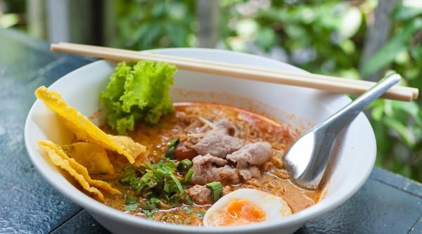 Perfect samengaan: Thaise tom yam noedelsoep.