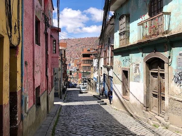 Uitzicht vanuit ons straatje in La Paz