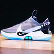 Nike's zelfsluitende schoenen. Niemand kan over 10 jaar meer strikken