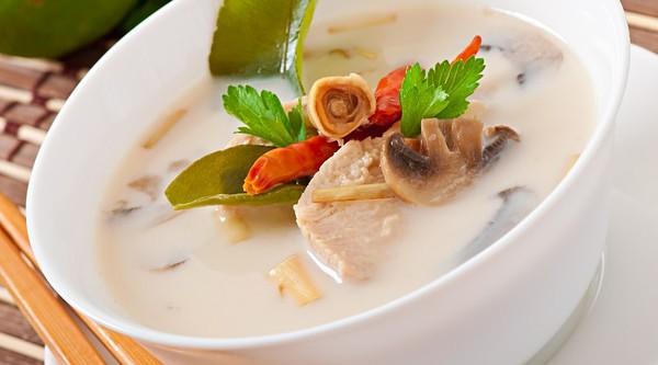 Thaise kokossoep. Met kip, vegetarisch of garnalen.