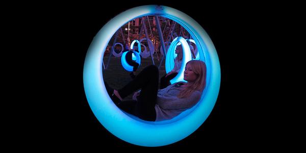 Schommelen in het donker met de LED-swing - EventGoodies