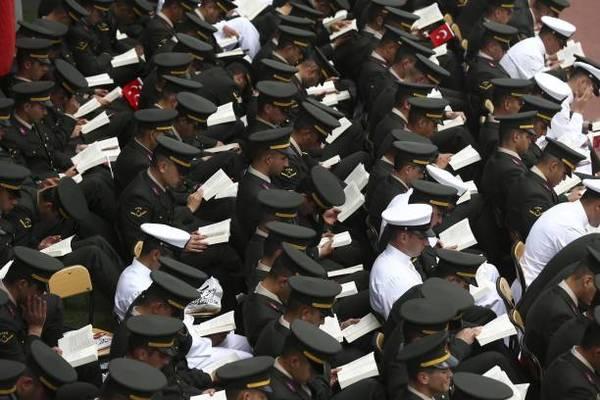 Lettura collettiva da Guinness: 5,754 lettori (quasi tutti militari turchi)