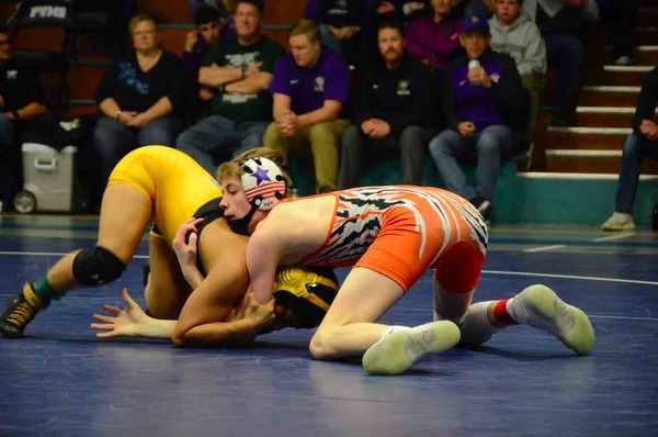Valley's Angel Rios in the 106-pound regional championship against Sterling's Casteus Combs. Rios won in an 8-0 major decision. (Photo by Quinn Ritzdorf)