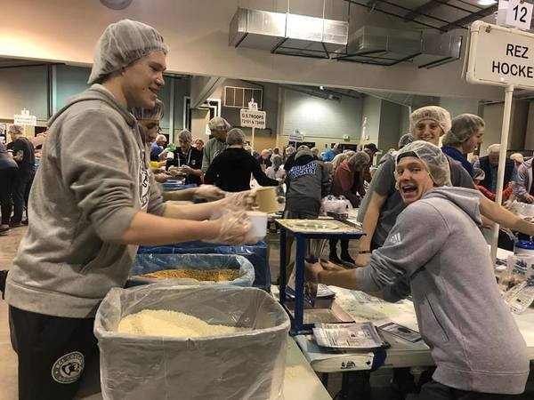 Resurrection Christian's hockey team volunteering at Slammin' Famine. (Photo by Resurrection Christian Hockey)