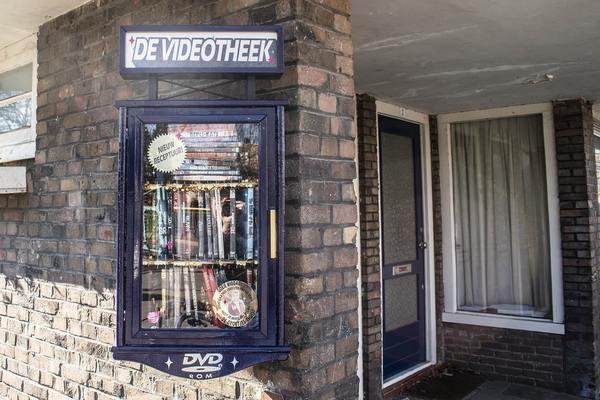 Na de gratis boekenkast nu ook dvd's ruilen in de 'videotheek' | De Utrechtse Internet Courant