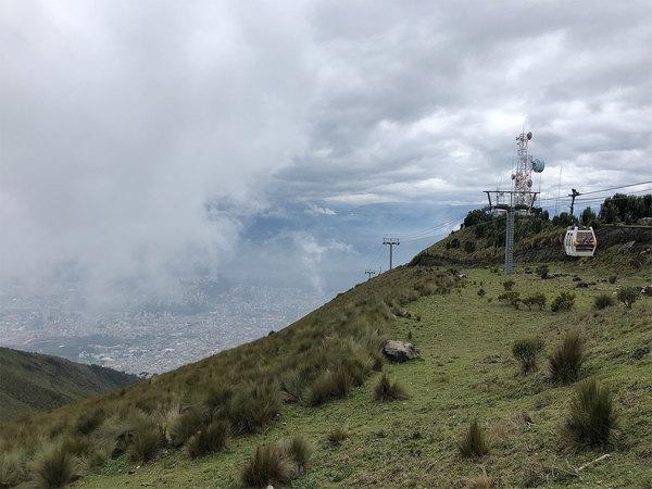 Uitzicht vanaf het eindpunt van de TelefériQo in Quito.