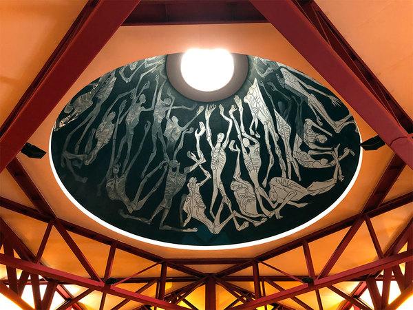 """Dak van Guayasamín's """"Kapel van de Mensheid""""."""