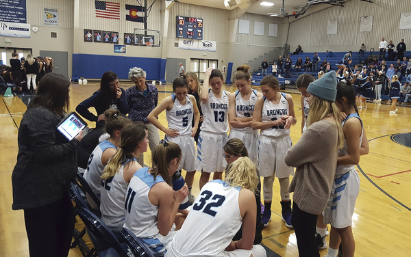 Platte Valley girls basketball coach Tonya Schissler chats with her team during the fourth quarter against Alamosa on Saturday in Kersey. (Photo by Bobby Fernandez).