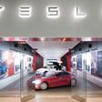 Tesla ha chiuso i saloni
