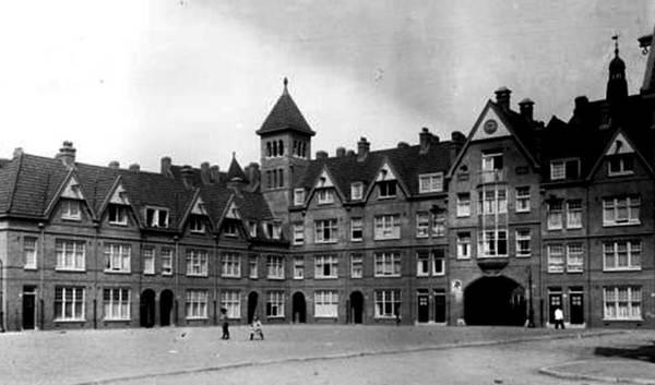 Dit is het Zaanhof van vroegah. Foto via IAmsterdam.