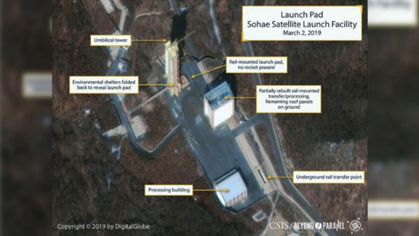 Uit deze recente satellietfoto zou blijken dat Noord-Korea begonnen is met de wederopbouw van een raketinstallatie (bron: DigitalGlobe)