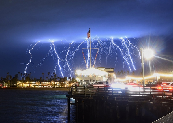 2,200 lightning strikes light up the sky over Southern California | MNN - Mother Nature Network