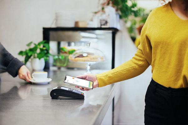 Apple Pay se u nás daří lépe než konkurenčním řešením