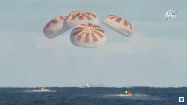 Udało się – załogowa kapsuła Crew Dragon SpaceX wróciła na Ziemię! – Crazy Nauka