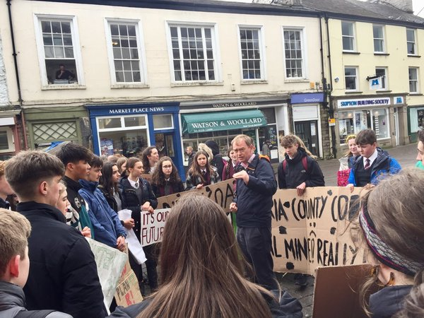 """Cazgraham on Twitter: """"Kendal young people protesting at climate change #YouthStrike4Climate @timfarron @BBC_Cumbria… """""""
