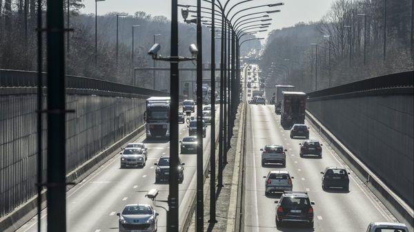 Eclairage connecté, bornes wi-fi... comment les autoroutes en Wallonie vont faire peau neuve - Waalse autosnelwegen krijgen slimme verlichting