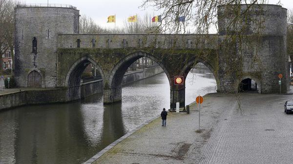 Pont des trous à Tournai: la Région Wallonne renonce au projet contemporain - Geen hedendaagse bogen in Pont des trous