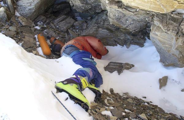 Everest: spod topniejących lodowców wychodzą ciała himalaistów – Crazy Nauka