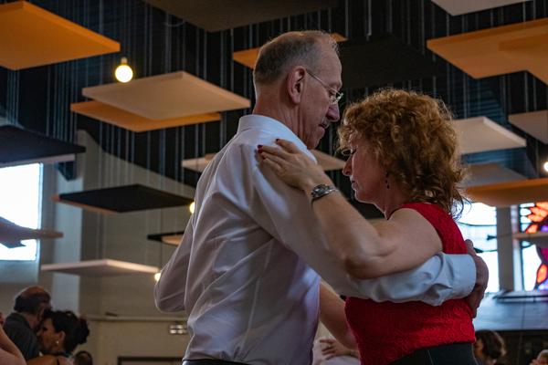 """Tango zonder grenzen: """"Dans is onze taal"""" – Le Grand Tour"""