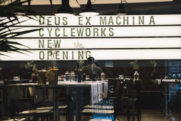 C'è un nuovo Deus Cycleworks Cafe a Milano