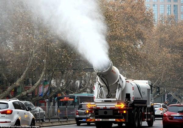 Beijing will seine Luft mit riesigen Wasserkanonen sauberer machen