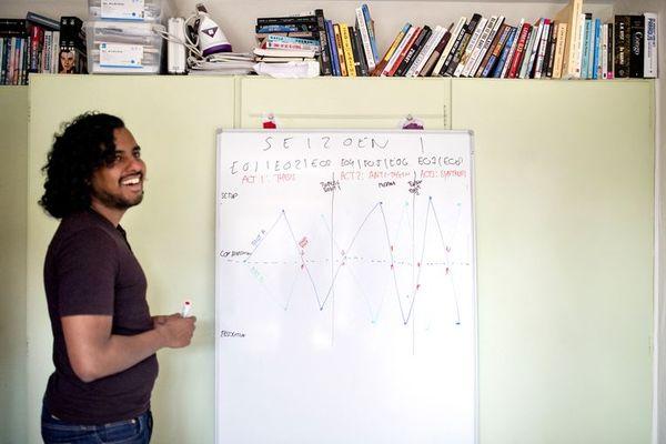Dit zijn de scenariotechnieken van Manju Reijmer, bedenker van succesvolle series | De Volkskrant
