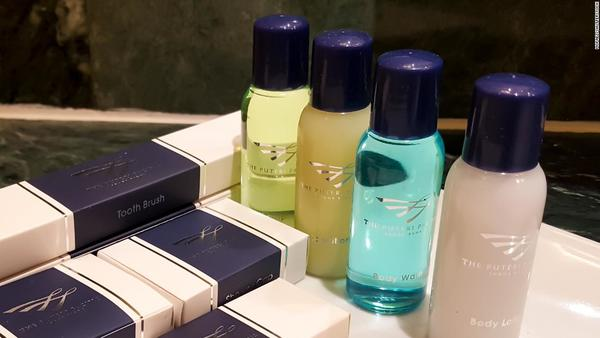 California lawmakers want to ban those little shampoo bottles you get in hotels