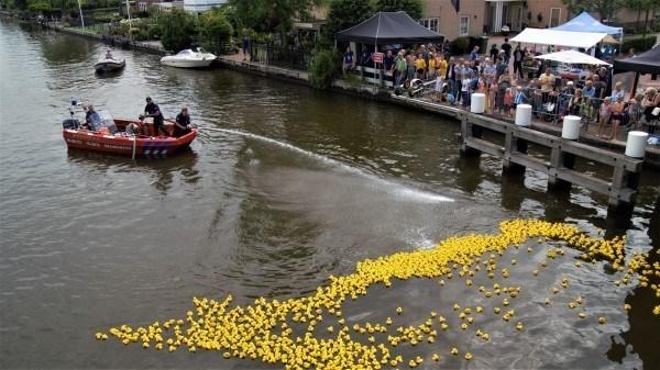 Duckrace in Woubrugge tijdens Opendag Waterrecreatie 15 juni