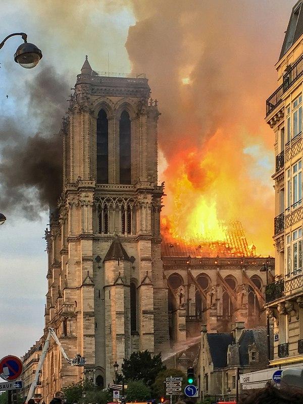 L'Incendie de Notre Dame du 15 avril 2019 LeLaisserPasserA38 [CC BY-SA 4.0 (https://creativecommons.org/licenses/by-sa/4.0)]