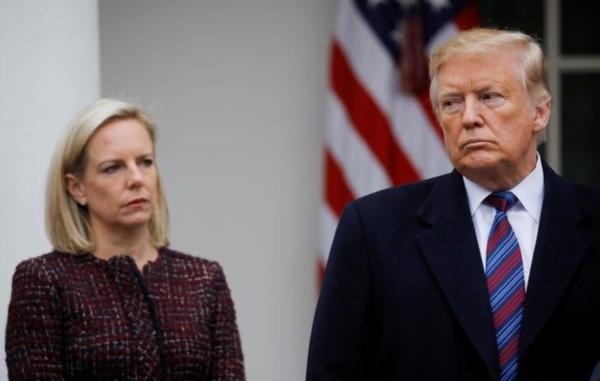 De inmiddels afgetreden minister Nielsen en president Trump (foto: Reuters)