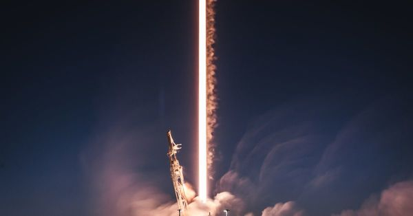 FCC approves SpaceX's plans to fly internet-beaming satellites in a lower orbit
