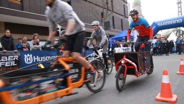 E-Bike-Rennen: Wie sich Rad- und Motorsport  um Hoheit streiten