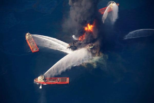 De olieramp met de Deepwater Horizon in 2010 (foto: Reuters)