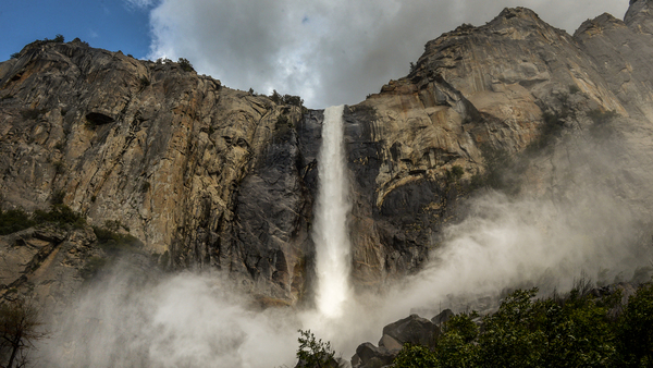 Yosemite waterfalls are gushing this year — and some won't last long. Here's how to see them | The Fresno Bee